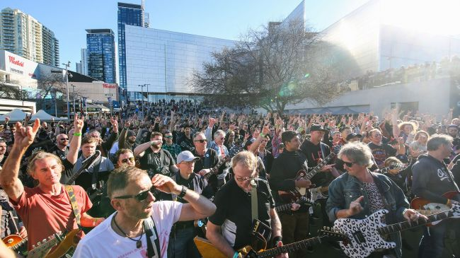 Hundreds of Australian Guitarists Team Up to Set New World Record